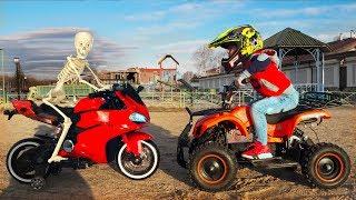 سينيا ، دراجة نارية عالقة في الرمال وقصص أخرى للأطفال