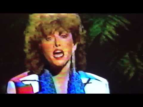 "Melissa Manchester on Johnny Carson singing ""Better Days"" A cappella"