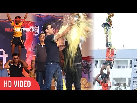 Ranbir Kapoor Celebrating Dahi Handi With Fans | Dahi Handi Special 2016