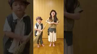 桃子(9才)と福太郎(5才)の姉弟で、雲の上のお城と民衆の歌を歌いました.