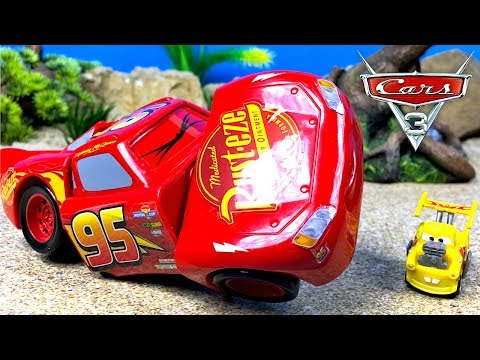 EL ACCIDENTE DE RAYO MCQUEEN Y MATE EL QUIMISTA - RACE & 'RECK LIGHTNING MCQUEEN DE DISNEY CARS 3