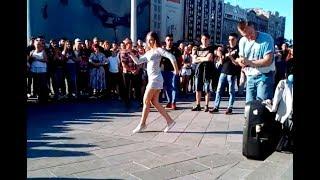 Симпатичная девчёнка зажигает танцпол. Танцевальные батлы выпуск 2 часть 3
