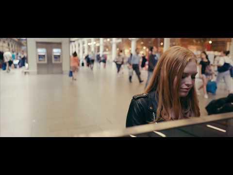 Freya Ridings - Blackout (Live At St Pancras Station)