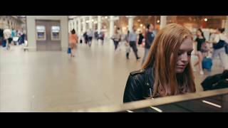 Freya Ridings - Blackout (Live at St Pancras Station) Video