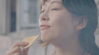 女優の水川あさみさんが出演する湖池屋「PURE POTATO じゃがいも心地」の新テレビCM「じゃがいも心地でいきましょう」編が9月17日、公開された。 これまでのポテト ...