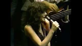 Watch Linda Ronstadt Heat Wave video