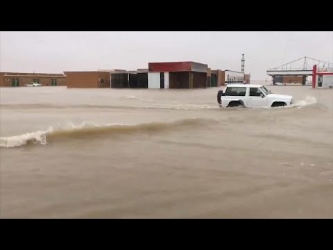 شاهد: الفيضانات تغرق شوارع وتدمر بناها التحتية وتغلق جسورا في الكويت…  - نشر قبل 53 دقيقة