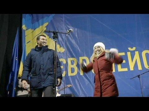 'Keep fighting', Klitschko fiancée Hayden Panettiere tells Ukraine rally
