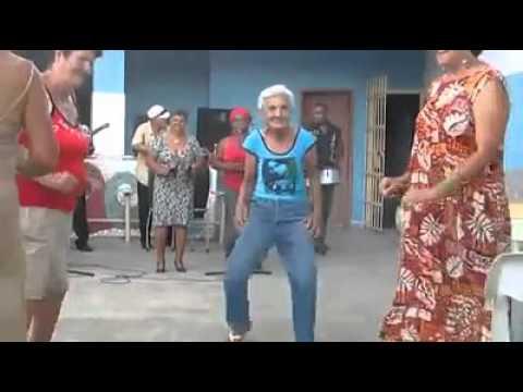 Señora bailando chistoso