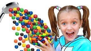 Nastya y papá fingen jugar Magic Shower con dulces | Волшебный душ из m&m's