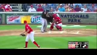 Бейсбол судья получает удар с 96 миль / ч быстрый мяч