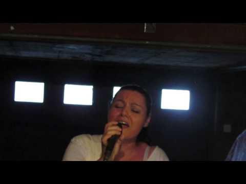 Enza canta sei bellissima di Loredana Bertè( VINCENZA RIINA)