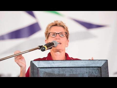 Kathleen Wynne booed during plowing match