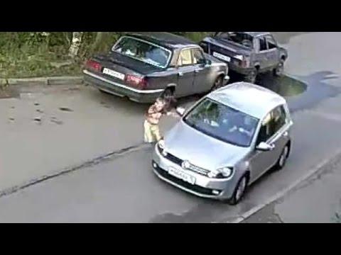 Как сбивают детей во дворах видео