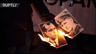 Польские националисты сожгли портреты Бандеры и Шухевича у посольства Украины в Варшаве