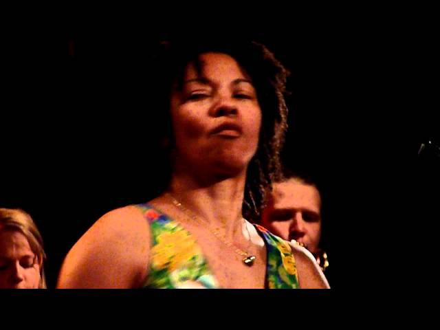 Nicole Willis & the Soul Investigators - Untitled yet (New Morning - Paris - July 29th 2011)