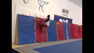 [Vine] This is me if I tried street tumbling