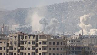 أخبار عربية - نظام الأسد يقصف حي القابون في #دمشق بغاز الكلور السام
