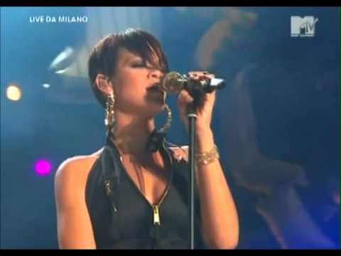RIHANNA - TAKE A BOW (Live in Milan)