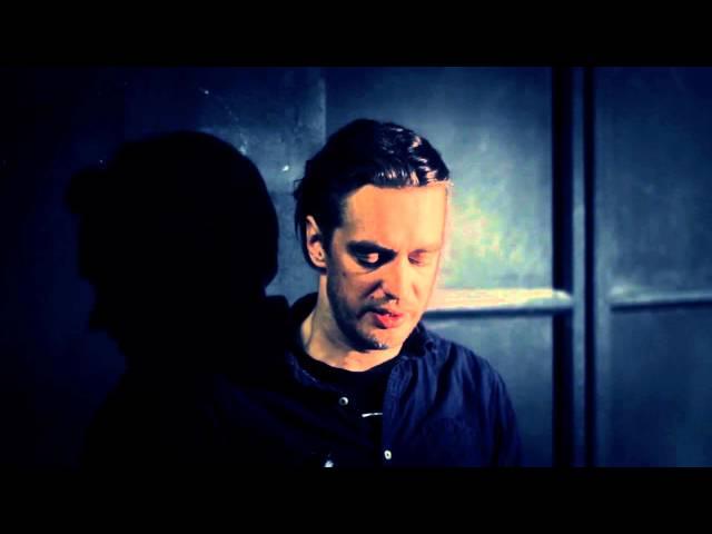 Juhan Ulfak loeb katkendit Sarah Kanei näidendist Crave.