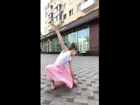 Фотосессия на улице. Модель -гимнастка Кристина Дорохова. Следите за новостями скоро  полная версия
