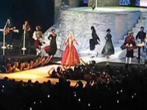 Taylor Swift Omaha concert LOVE STORY