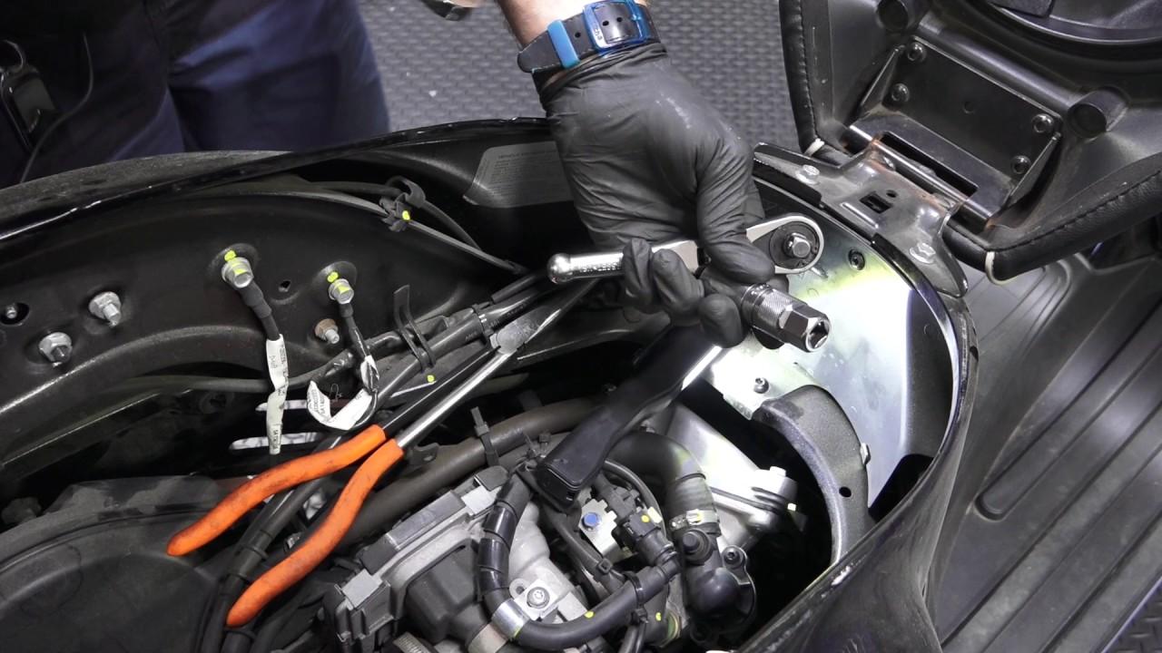 vespa gts spark plug cap change [ 1280 x 720 Pixel ]