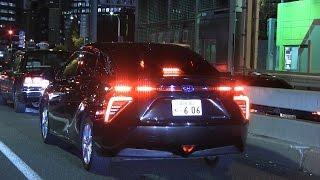 警察庁幹部用覆面パトカーMIRAIが夜の街を走る風景。 まだマニアにもほ...