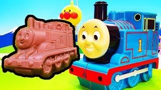 機関車トーマス おもちゃアニメ ❤ トーマスから小さなチョコレートがいっぱい animation Anpanman Toy