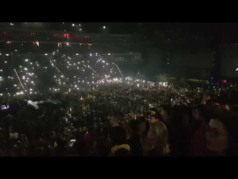 Twenty One pilots - The crowd sing the car radio Live in Pra