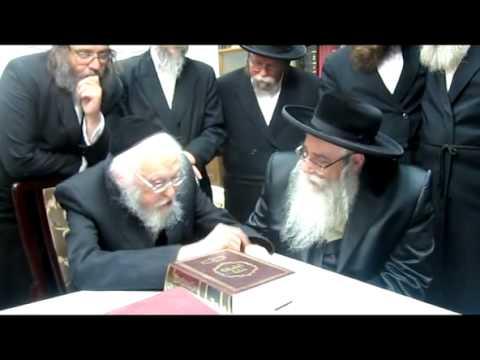 הרב אלישיב עם האדמו''ר מצאנז