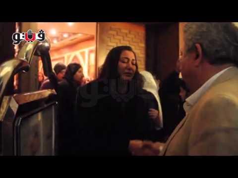 انهيار زوجة الراحل غسان مطر أثناء تلقيها العزاء