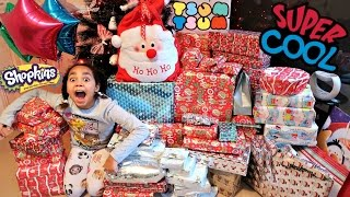 Christmas Special Morning 2016 Tiana & Family Opening Presents Surprise Toys - Family Fun Games