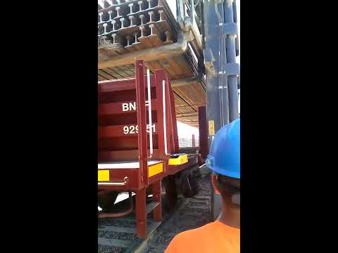 Woody and Wilcox - This Is How NOT To Unload A Rail Car