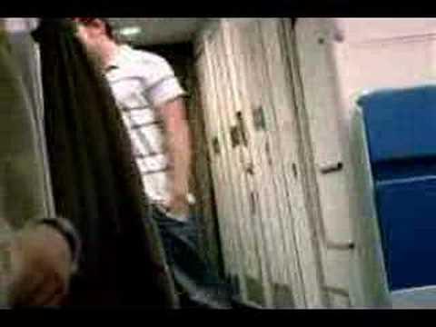 Mann hat Sex im Flugzeug - und das gleich im Doppelpack