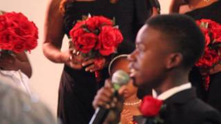 Son sings for mom's bridal entrance