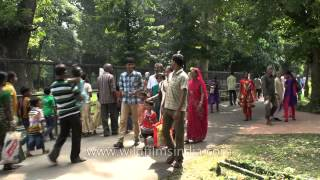 All kinds of people in Alipore Zoo : Kolkata