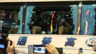 2011/6/12 pm7:00 @ 西門町, Taipei, Taiwan まゆゆ可愛い過ぎる~~~ 投げキッスゲット~~~やびゃあ.