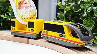Дерев'яна залізниця і потяги. Кіндер сюрпризи та іграшки для дітей