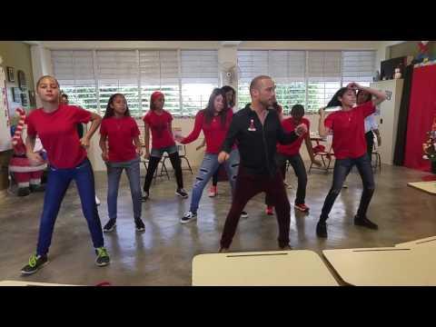 Practica Del Baile De Navidad En La Escuela Salvador Brau Intermedia