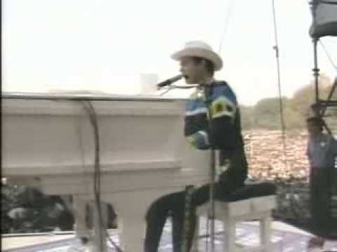 Elton John  Goode Yellow Brick Road Central Park 1980