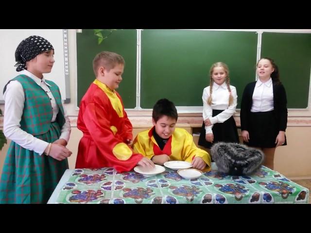 Изображение предпросмотра прочтения – «школьный театральный кружок» читают произведение «Демьянова уха» И.А.Крылова