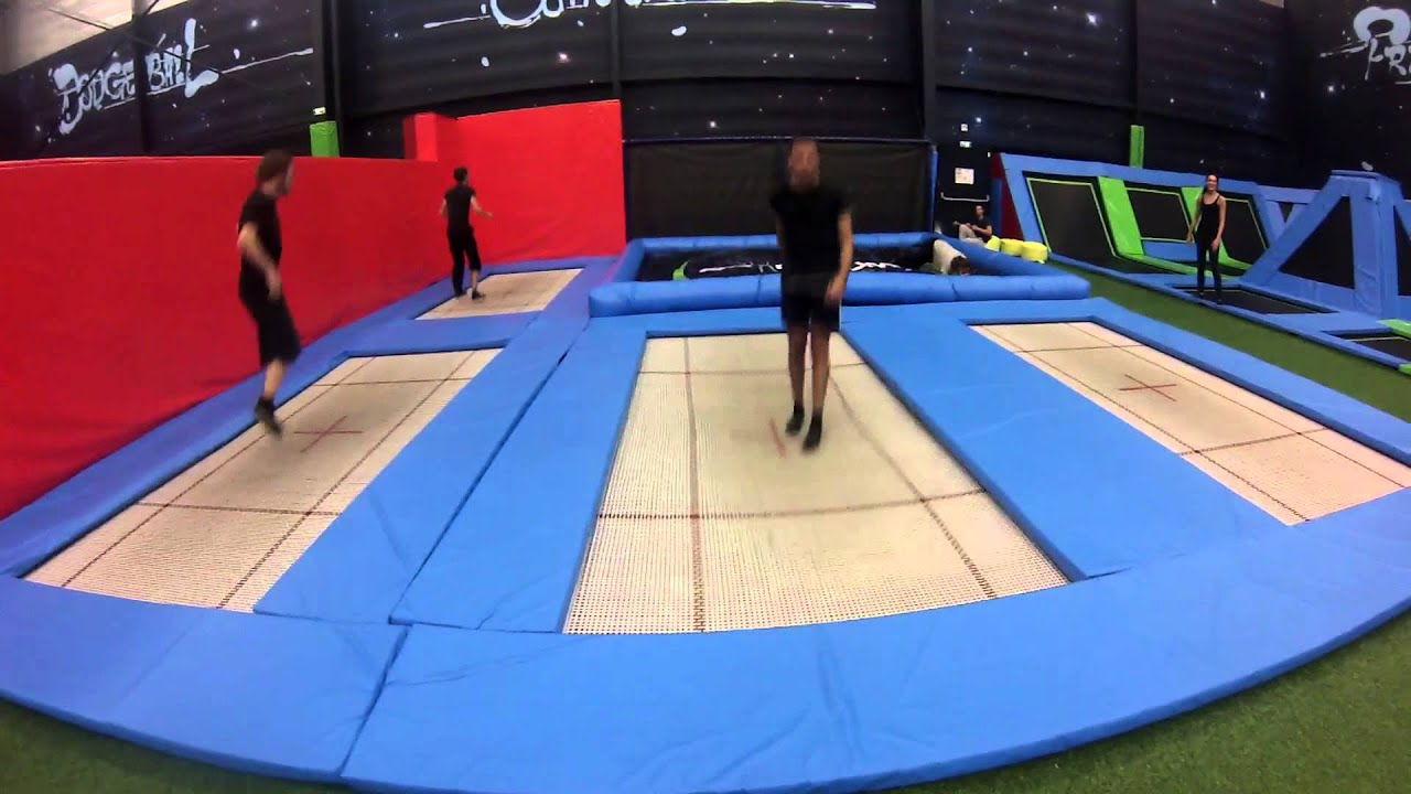 Trampoline sessions maisons al 39 freestylers space jump 91 youtube - Trampoline maison ...