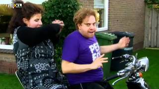 De TV Kantine - Zanger Rinus - Met Romana op de scooter (6 januari 2012)