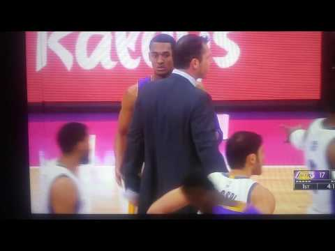 Luke Walton Ejected After Protesting Non Call Vs Sacramento Kings