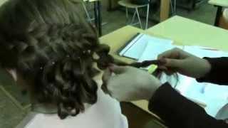 Романтична зачіска на основі плетіння