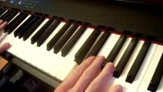 Как играть на пианино Артур Пирожков - #Как Челентано на пианино (видео-урок Часть 1)
