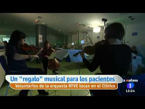 Voluntarios de Orquesta rtve en Hospital Clínico de Madrid (6/12/2013)