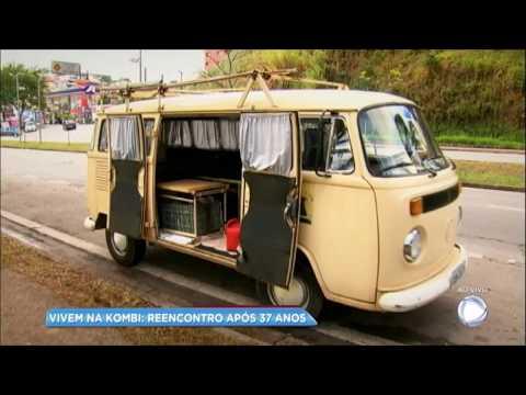 Casal vive história de amor em Kombi após 40 anos