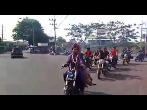 Iring Iringan Pengantin Yang Unik Pake Motor Rx King Youtube